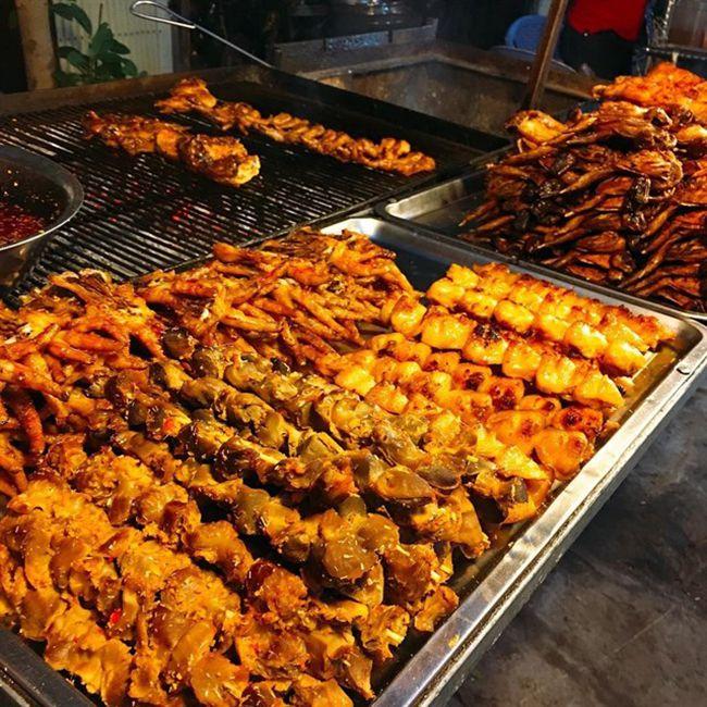Những khu chợ ăn vặt ngon nhất Sài Gòn - chợ Bà Chiểu ảnh 2