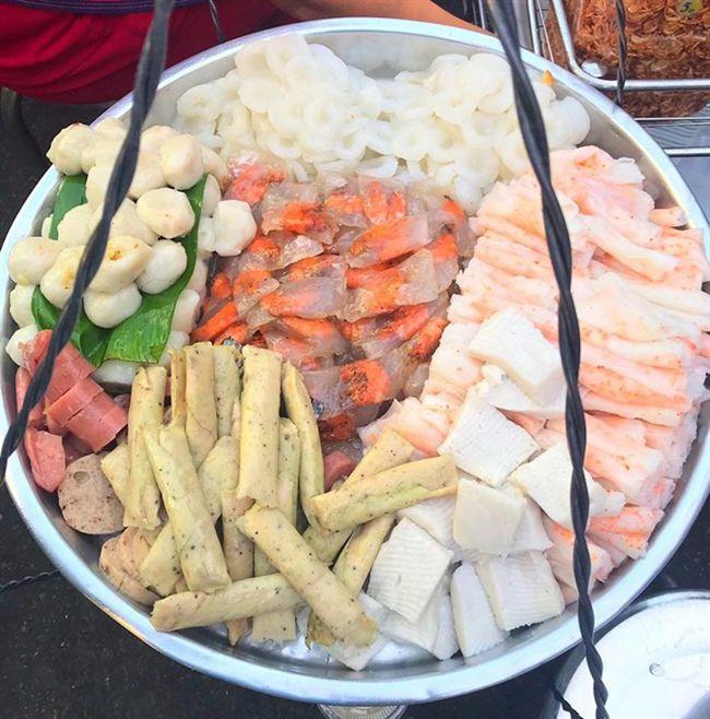 Những khu chợ ăn vặt ngon nhất Sài Gòn - chợ Bà Chiểu ảnh 5