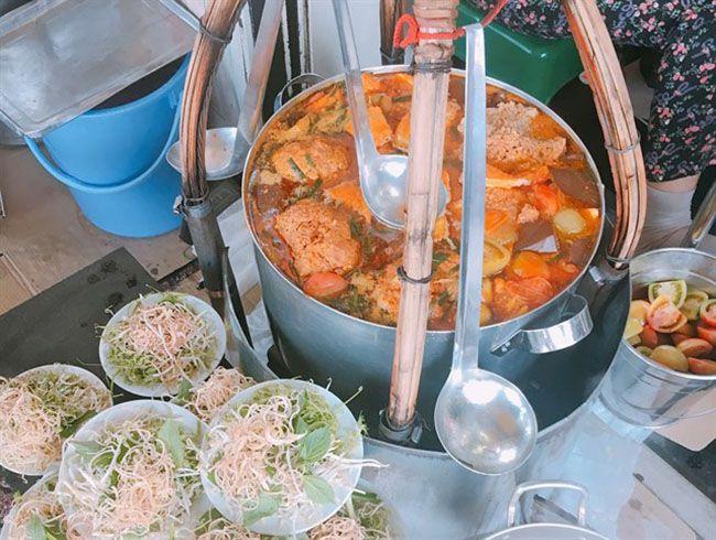 Những khu chợ ăn vặt ngon nhất Sài Gòn (chợ bến thành) ảnh 8