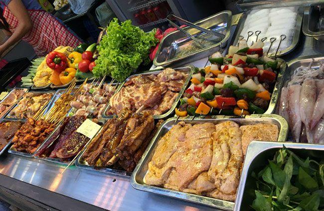 Những khu chợ ăn vặt ngon nhất Sài Gòn (chợ hạnh thông tây) ảnh 4