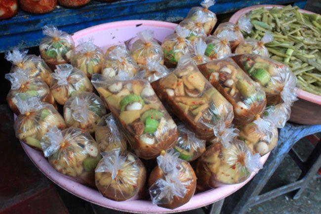 Những khu chợ ăn vặt ngon nhất Sài Gòn (chợ hoàng hoa thám) ảnh 3
