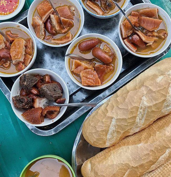 Những khu chợ ăn vặt ngon nhất Sài Gòn (chợ 200 xóm chiểu) ảnh 1