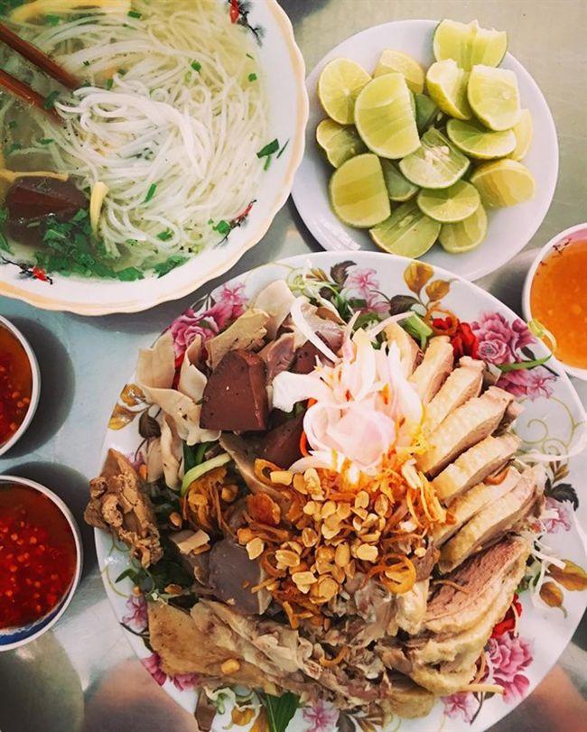 Những khu chợ ăn vặt ngon nhất Sài Gòn (chợ 200 xóm chiểu) ảnh 3