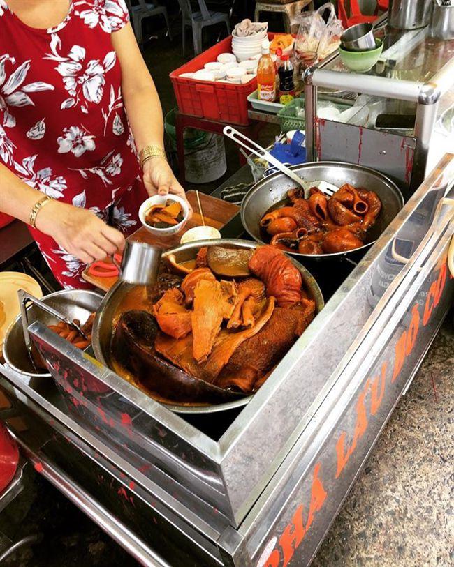 Những khu chợ ăn vặt ngon nhất Sài Gòn (chợ 200 xóm chiểu) ảnh 4