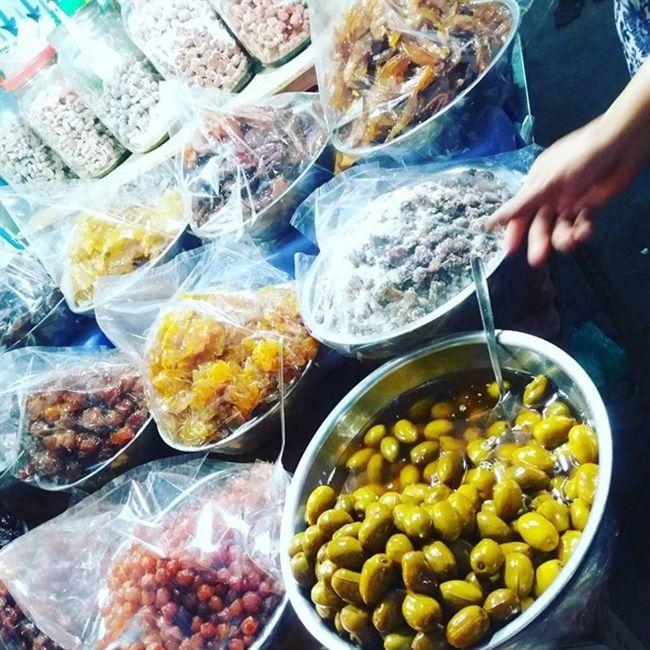 Những khu chợ ăn vặt ngon nhất Sài Gòn (chợ 200 xóm chiểu) ảnh 8