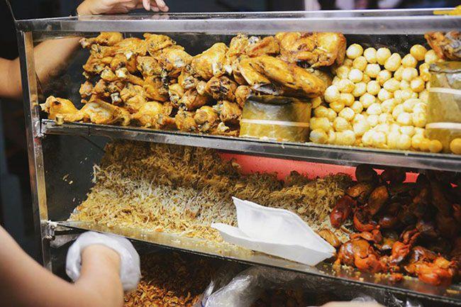Những khu chợ ăn vặt ngon nhất Sài Gòn (chợ tân định) ảnh 3