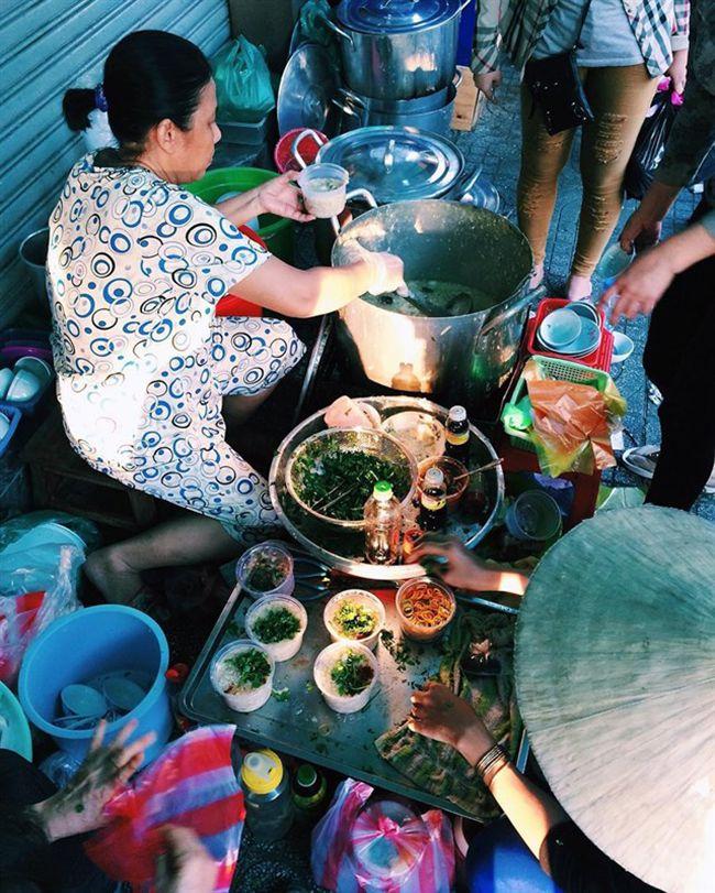 Những khu chợ ăn vặt ngon nhất Sài Gòn (chợ thiếc quận 11) ảnh 3
